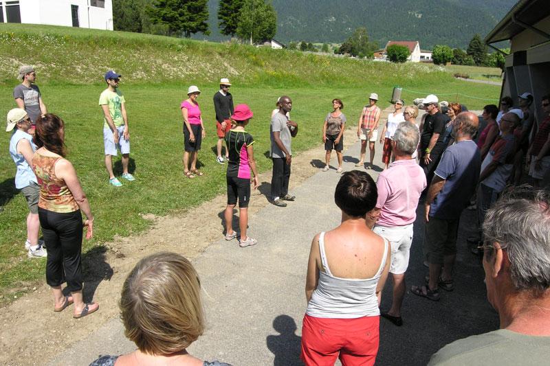 Jean-René, au centre, donne une séance d'initiation XPEO à Autrans.